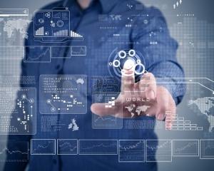 """El rol de Product Owner no es suficiente en empresas que comercializan productos para un mercado. Para que un Product Owner pueda colaborar eficazmente con su Product Manager (o asumir alguna de sus funciones) es imprescindible un mayor conocimiento y experiencia en aspectos de negocio. Las empresas de producto que desean tener éxito en el mercado necesitan Product Managers  experimentados… y los contratan. No hay más hay que ver las ofertas de empleo que se publican en los sitios web de las propias compañías (incluso de las más punteras) o en LinkedIn. Sin embargo, en los últimos años la tendencia a la """"agilización"""" ha llevado a algunos evangelistas de Agile a promover la sustitución del """"anticuado puesto de Product Manager"""" por el más moderno de Product Owner. En realidad, lo que estos apóstoles promueven es extender las atribuciones del rol de Product Owner original de Scrum, elevándolo a la altura de una especie de """"Súper Product Owner"""", que aborde cada vez más áreas de la gestión de producto. En definitiva, lo que postulan es sustituir el rol de Product Manager por el de un Product Owner cuyas funciones cada vez se parece más a las de aquél. En este blog hemos hablado ya de las relaciones entre Product Manager y Product Owner y de por qué prescindir de uno u otro puesto es una mala idea. Y personalmente soy un firme partidario de aplicar lo que de bueno tienen los enfoques Agile/Lean/Design Thinking al Product Management… y a todas las áreas de la empresa. Creo que las empresas de producto -especialmente en mercados tecnológicos, rápidos e innovadores- se beneficiarían de una Gestión de Producto más Agile/Lean (no quiero entrar en guerras de religión con el nombre). Pero es ilusorio pensar que por ampliar el alcance del rol de Product Owner y prescindir del de Product Manager vamos a gestionar mejor nuestros productos. Y lo creo por varios motivos: •Las actividades de un Product Owner (incluso en sus versiones más avanzadas) son una parte de las necesarias para"""